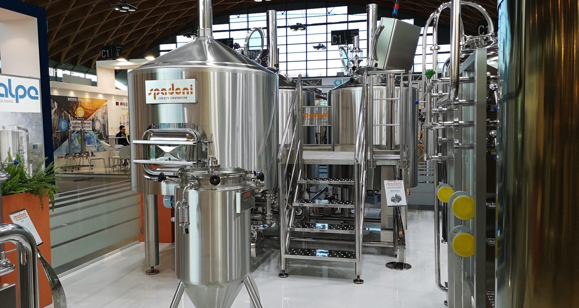 """Lo stand del costruttore di impianti per birra """"Spadoni"""""""
