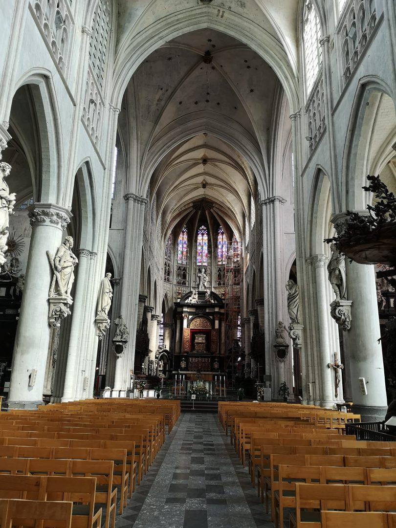Interno della cattedrale di San Rombaldo