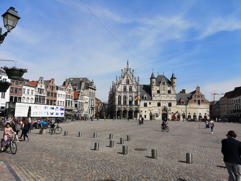 La bella piazza di Mechelen